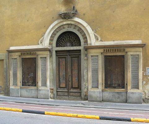 Doorway with four panels.