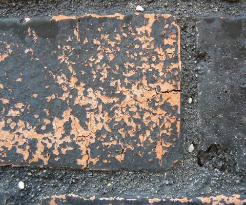 Incidental colour 28 brick/black