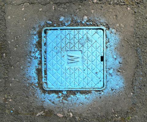 Incidental colour 39 blue spray grid