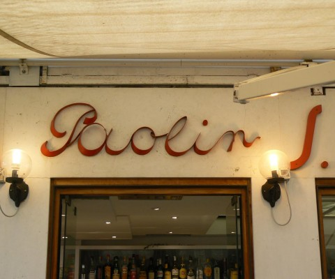 Elegant Art Deco lettering on a famous gelateria (2)